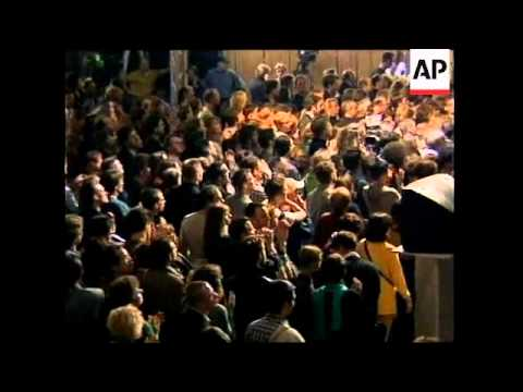 GERMANY: GERHARD SCHROEDER CELEBRATE ELECTION VICTORY