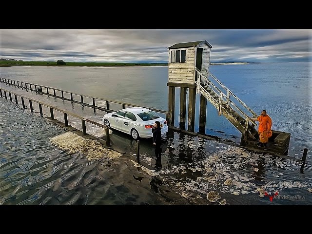 Image result for Uber司機用速度挑戰漲潮的海水看誰比較快,結果整個超丟臉的過程都