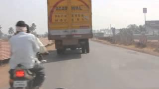 Езда по индийским дорогам.