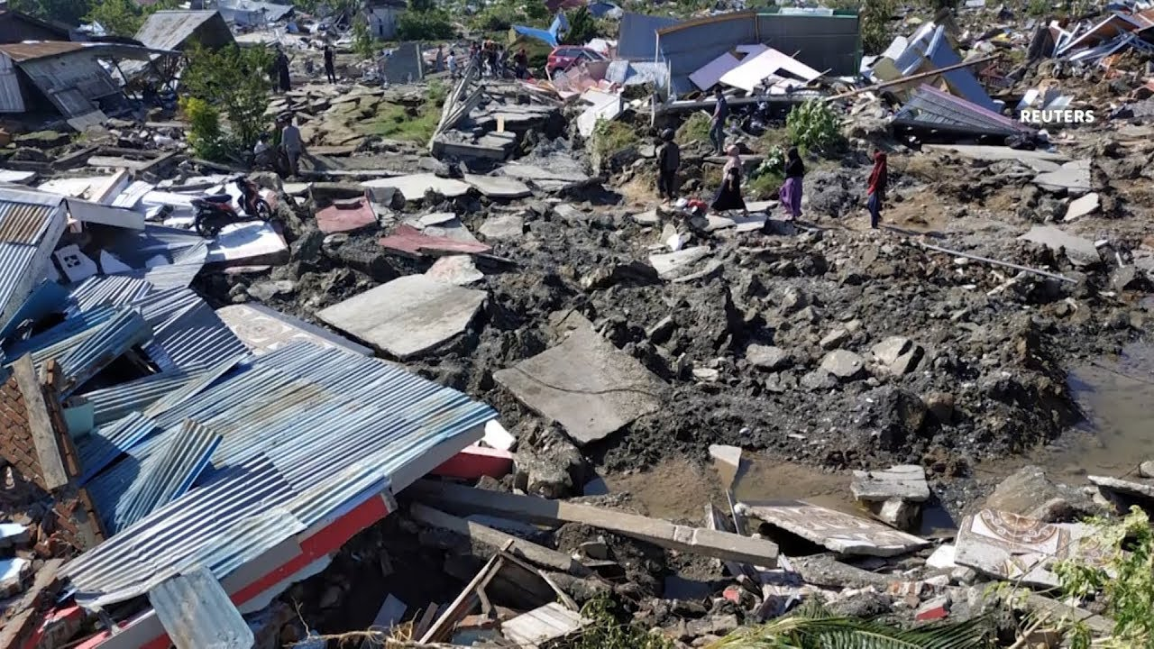 Hundreds still buried in mud after Indonesia quake, says official