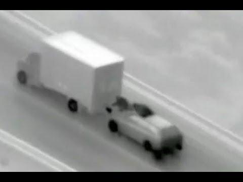Diebe bestehlen fahrenden Lkw
