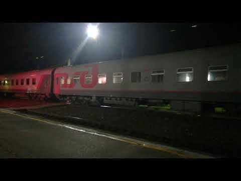 ЭП1М-038 со скорым поездом №607 Владикавказ-Анапа прибывает на станцию Невинномысск