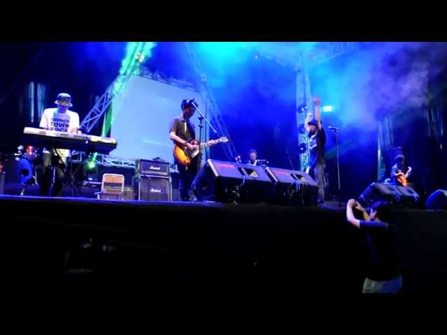 Brother Roots - di pantai (live)