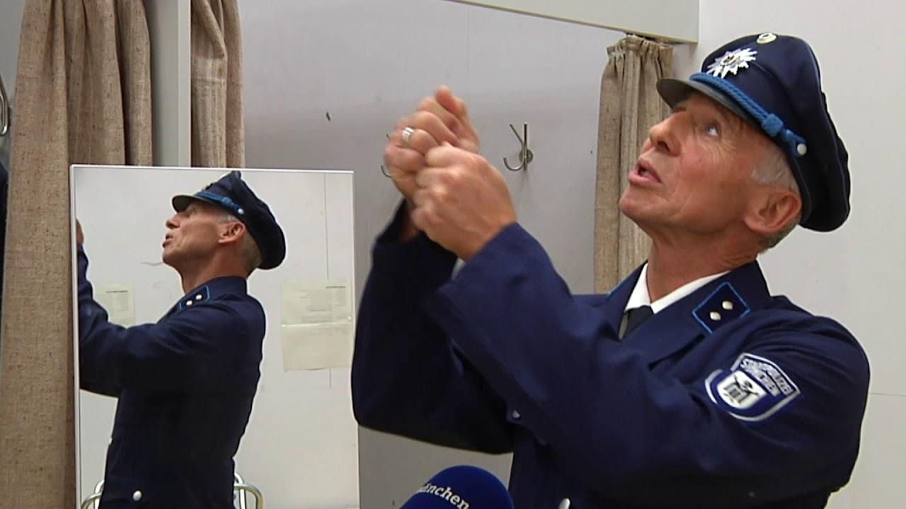 Erst Blau Dann Grün Dann Blau Neue Uniform Für Das Urgestein Der
