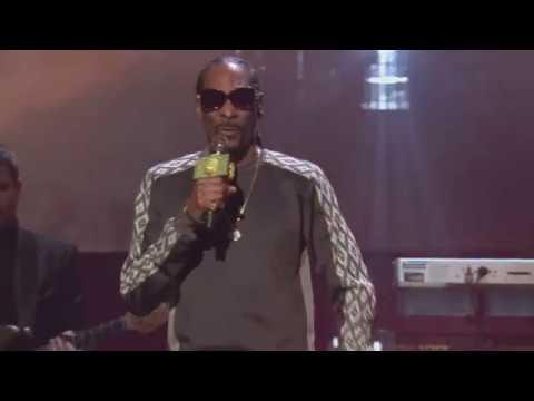 Snoop Dogg & YG perform 2017 Rock Hall Inductee Tupac's