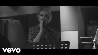 Claire Richards - On My Own (Acoustic Video)