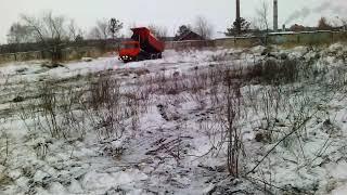 Неизвестные устроили снегоотвал у забора стратегического объекта в Бердске