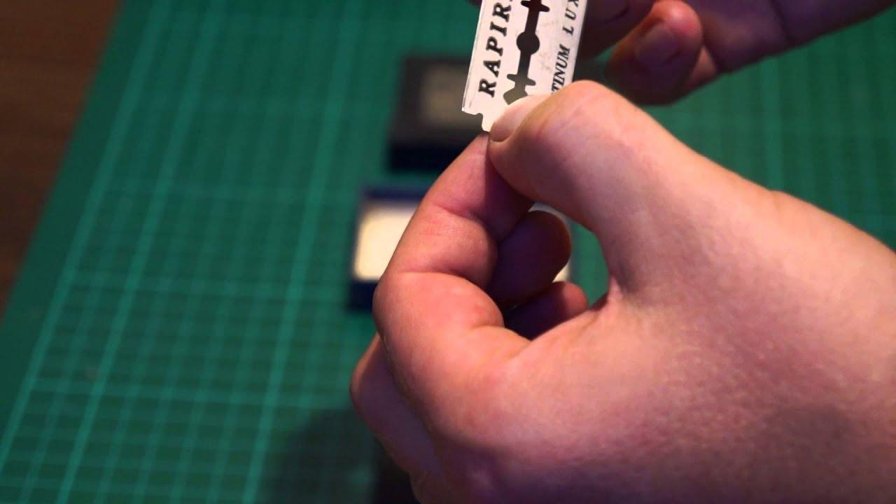 22 июл 2016. Т-образные бритвы делятся на два типа по принципу загрузки лезвия: обычные и механические. Этого производителя, а вы хотите попробовать другую, нет необходимости покупать полноценную бритву – достаточно купить одну только голову, она встанет на ручку от имеющегося станка.