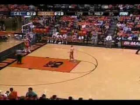 Leon Powe dunks in Corvallis