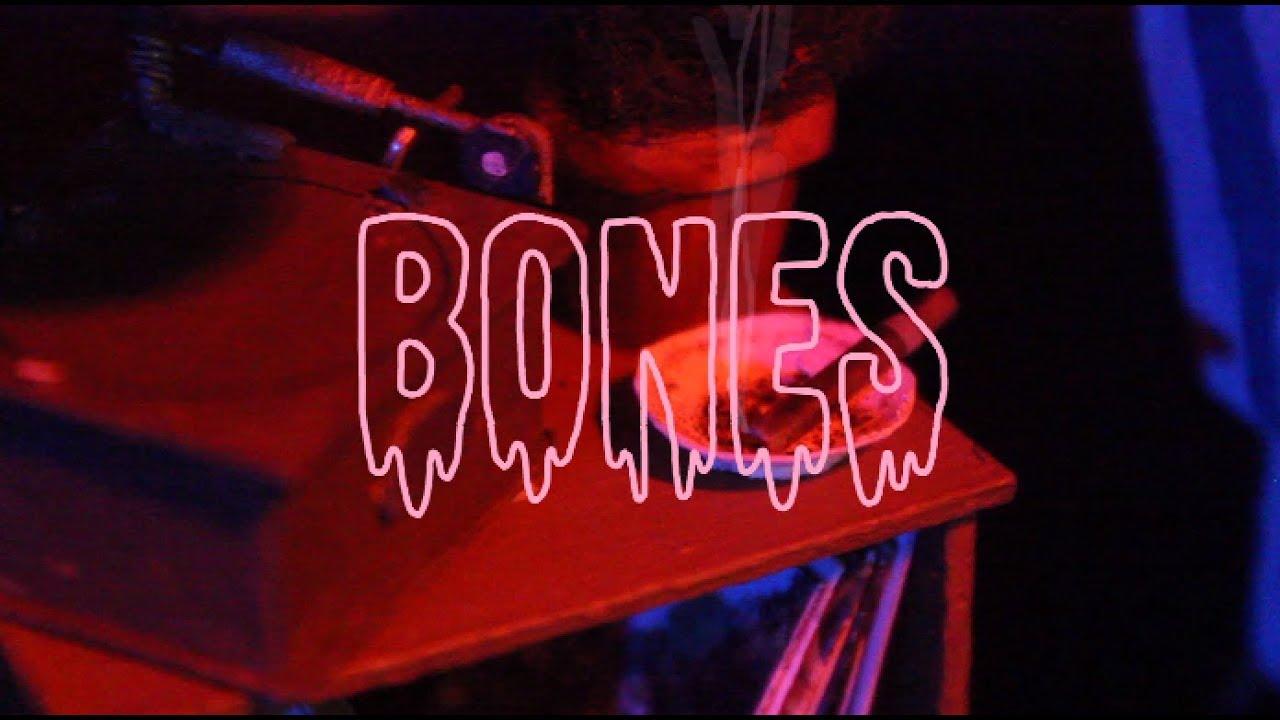 Bones (stop motion animation)
