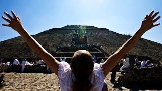 Мексиканцы встречают весну на Пирамиде Солнца в Теотиуакане (новости)