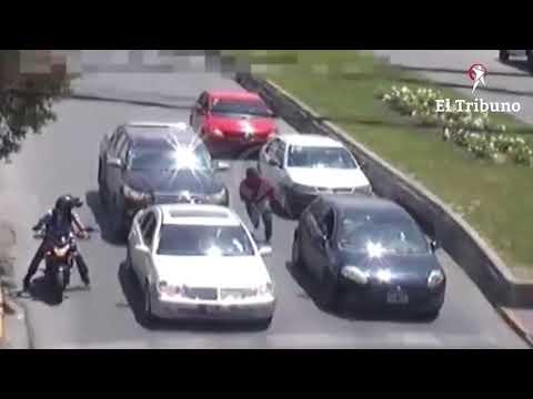 Motochorros en acción captados por las cámaras de seguridad