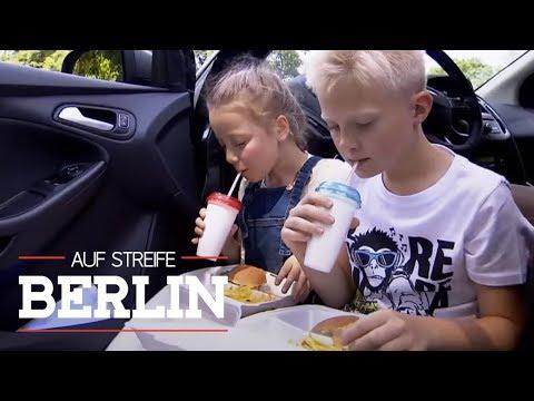 Junge (9) klaut Auto und fährt Schwester zu Fast Food Restaurant   Auf Streife - Berlin   SAT.1 TV