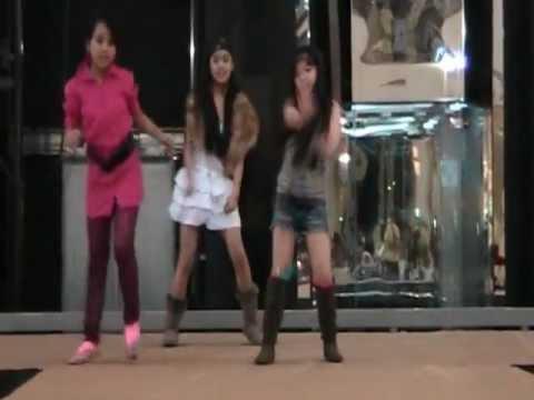 Dubai Outlet Mall PSY Gangnam Style Dance.MOD