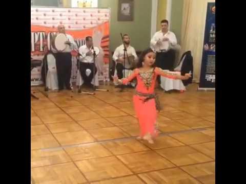 طفله ترقص مصري ولا احلى رقاصه فيكى يامصر thumbnail