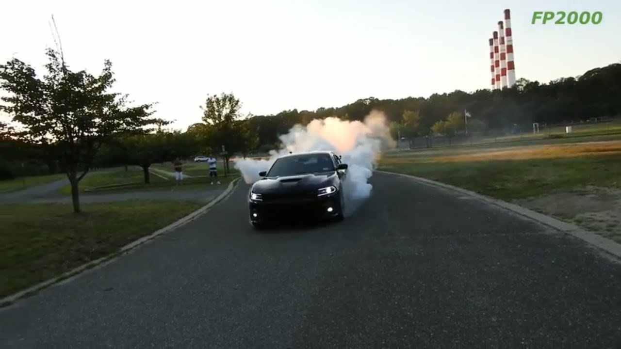 dodge charger rt scat pack srt  major burnout tazer  lock youtube