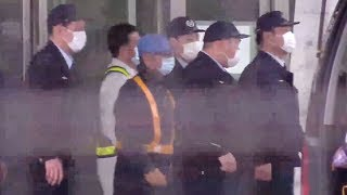 【ライブ】変装して拘置所を出るゴーン被告、保釈される