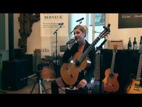 Patricia Fehr solo mit der Gitarre