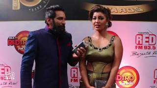 Debina Bonnerjee With RJ J-Man at Gold Awards 2017