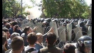 Բախում Բաղրամյան պողոտայում՝  ոստիկանների ու ցուցարարների միջև