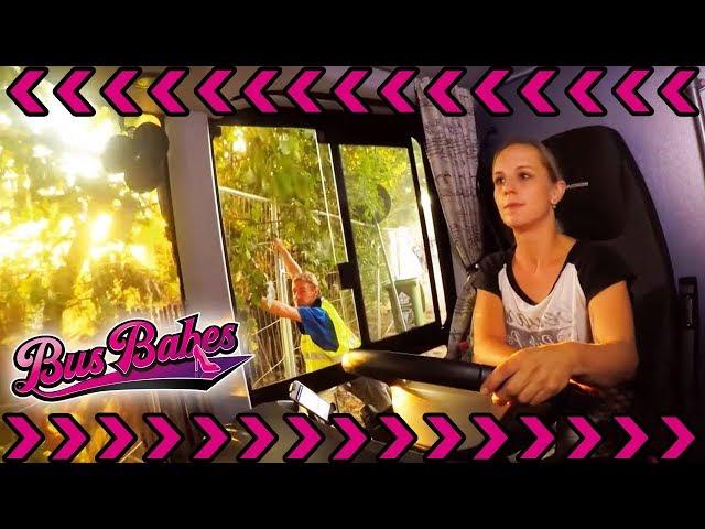 Jules Können wird geprüft: Kommt sie ohne Kratzer vom Festivalgelände?   Bus Babes   kabel eins
