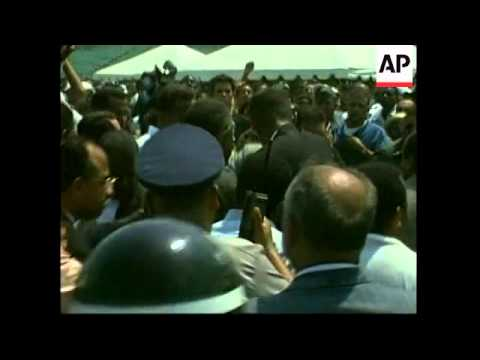 dominican-republic:-president-threaten-by-mourners-at-funeral