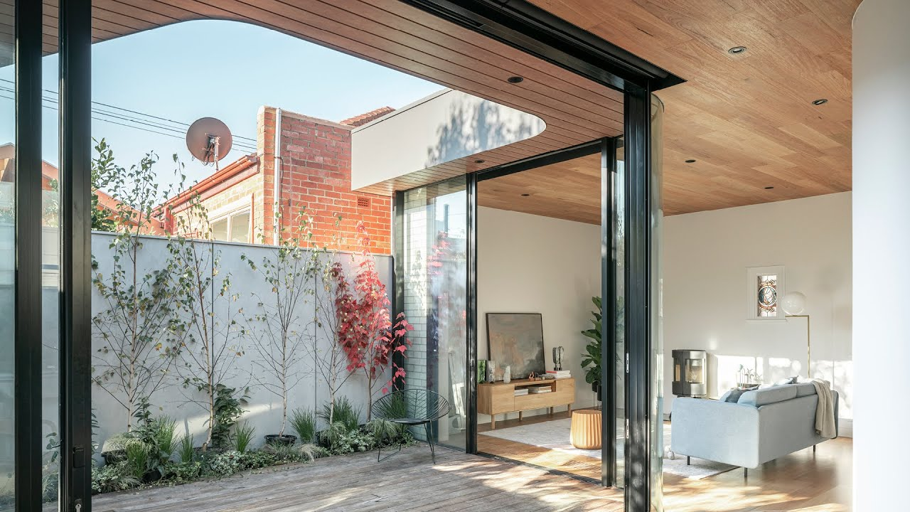 This Sunny Courtyard Home Has All The Right Curves