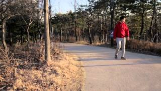 Listen to Your Footsteps: Wearable Device for Measuring Walking Quality