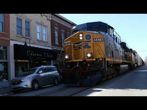Kentucky Railfanning S01 E01 - CSX Street Running Trains Through La Grange, Kentucky