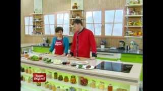 Будет вкусно! 09/01/2014 Рулеты из говядины со спаржей, зеленый суп, салат с ветчиной. GuberniaTV