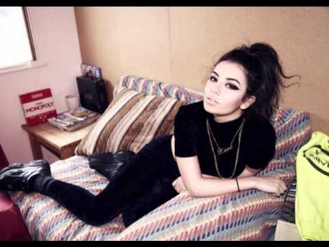 Charli XCX - Heatwave
