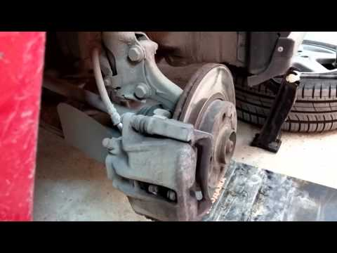 Замена колодок и тормозных дисков VW Golf III 1.6 101Hp