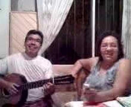 Isabelino Cardozo tocando la guitarra