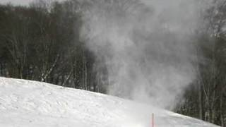 スキー場で突如竜巻が発生したところを偶然にも撮影しました。