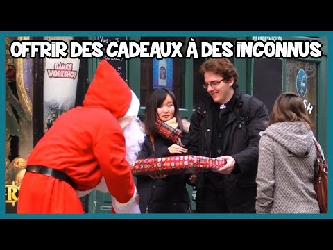 Offrir des cadeaux à des inconnus - Noël Prank - Les Inachevés