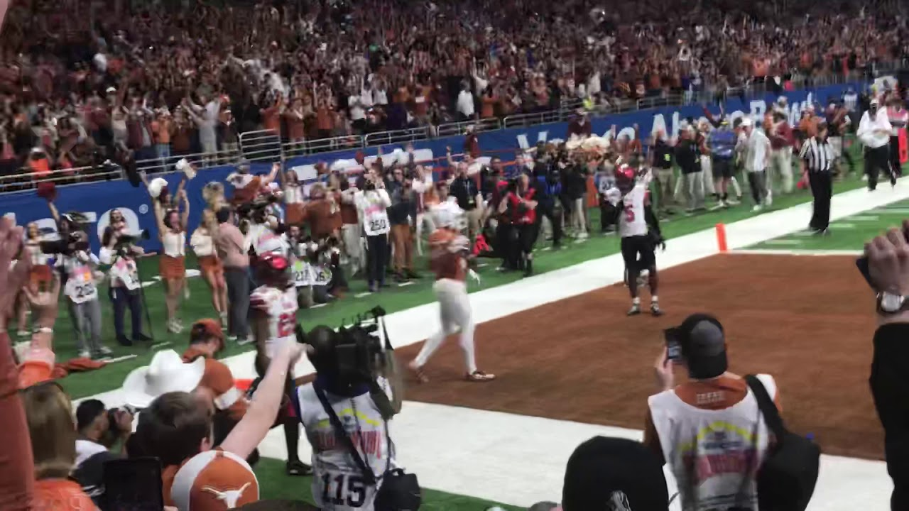 AMAZING THROW AND CATCH Sam Ehlinger's CRAZY pass to Devin Duvernay