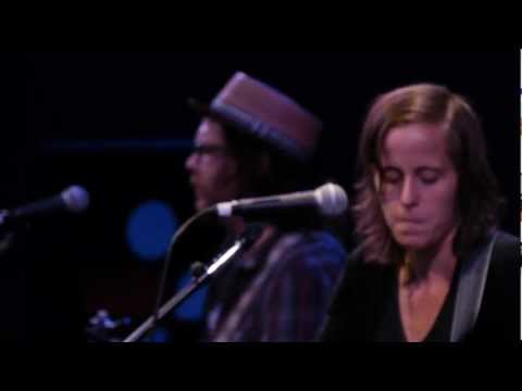 Sera Cahoone - Baker Lake (Live on KEXP)