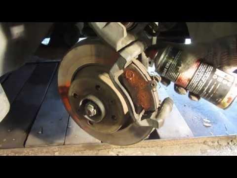 Замена передних тормозных колодок Рено Логан Renault Logan и Лада Ларгус