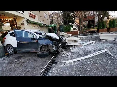 Автомобиль протаранил ресторан. Кадры с места ДТП