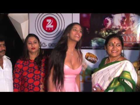 Poonam Pandey Nip Slip With Big Cleavage Show 1