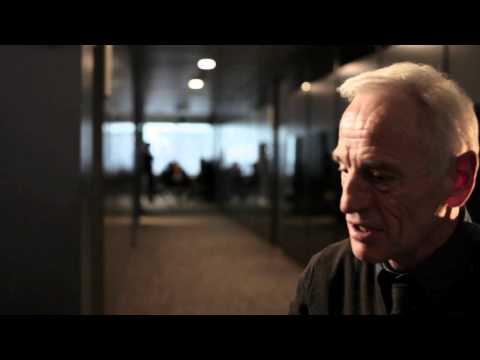 Johan Leysen stond op de set met de regisseur niet de scenarist