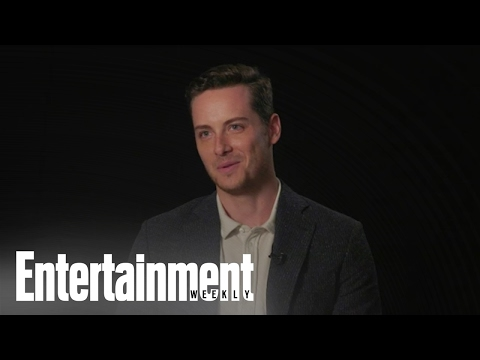 Chicago P.D. Star Jesse Lee Soffer On Halstead Lindsay, The Fans More | Entertainment Weekly from YouTube · Duration:  2 minutes 8 seconds