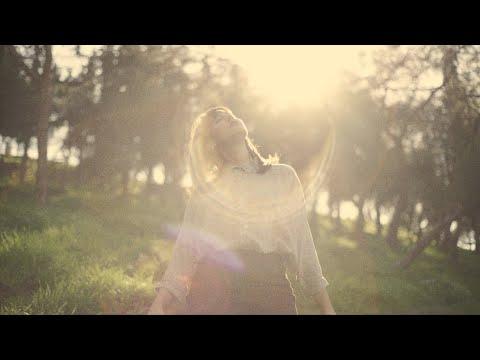 Χριστίνα Ψύχα - Είναι Κοντά (Music Video)