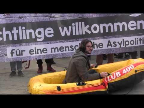 Reden von  Julia Herr und Alev Korun am Karlsplatz, 19. 3. 2016