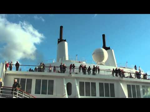 Queen Mary 2 - Verrezano Narrow Bridge, New York 2013