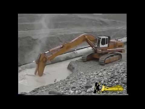 2 Liebherr 984B Digging Gravel For Pipeline