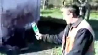 Неутомимый Вася Чемпион бьёт бутылку об голову, затем пытается разбить кирпич