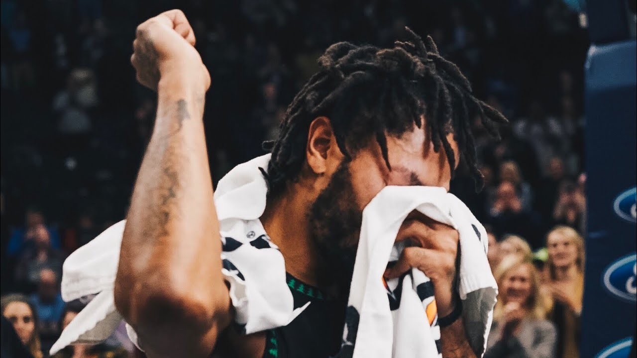 Derrick Rose Emotional Interview In Tears After 50 Point Game! - YouTube
