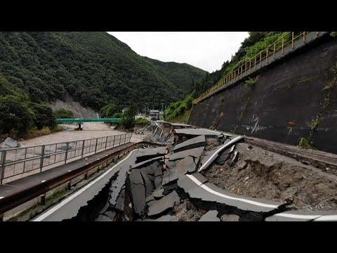 شاهد: أضرار مادية كبيرة جراء الفيضانات في اليابان وفرق الإغاثة تكافح للوصول إلى آلاف العالقين …  - 23:58-2020 / 7 / 9