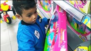 vuclip Zefa ganteng beli susu, pampers, dan mainan di Mall